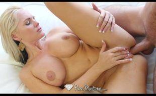 Baixar vídeo de pornô com loira linda fazendo anal