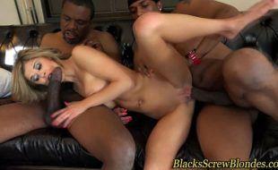 Pornozinho interracial com magrela fazendo putaria com negões dotados