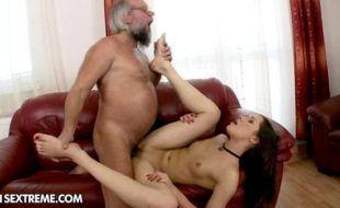 Porno novinhas avô taradão comendo sua neta gostosa
