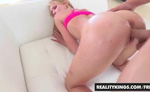 Video de pormo com loirinha rabuda tomando ferro grosso