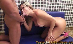 Video sexo brasileiro com loira peituda de buceta carnudinha
