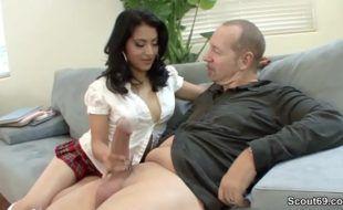 Videos de novinhas padrasto dotado fodendo enteada