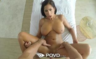 Videos de sexo gratuito com morena peituda trepando