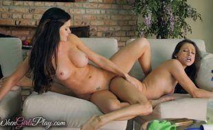 Lesbicas magras colando velcro em vídeo sexo excitante