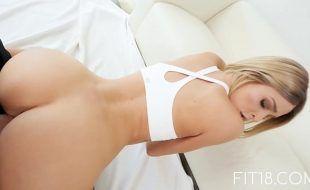 Porno ao vivo com loira de bunda gostosa fudendo
