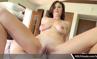Porno caseiro bom de assistir com namoradinha sentando na vara
