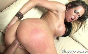 Rede tube porno gostosa cuzuda e peituda trepando pelada