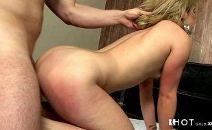 Sex porno grátis com loira sendo tratada como puta