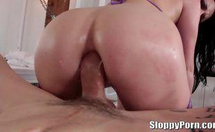So putaria anal em HD com mulher branca cuzuda