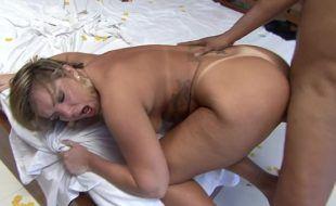 Boapoda brasileira com loira cavala do bundão bonito