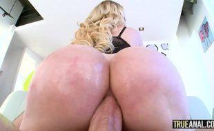Sexo porno anal boa foda com loira do cuzão top