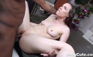 Reditube sexo com negão pegando branquinha