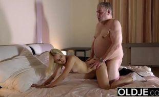 Xxx porn incesto padrasto comendo enteada magrinha