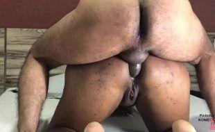 Sexo anal bunda grande engolindo piroca dura