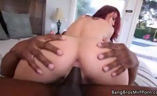 Porno gratis ruiva gemendo na piroca do negão dotado