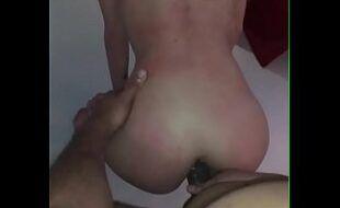 Namorada com fogo no cu dando o bumbum com vontade