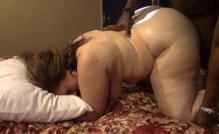 Sexo celular gorda safada dando de quatro pro negão