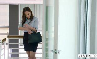 Sexo grátis com secretaria safada dando para o seu chefe