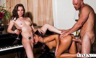 Sexo gatas tesudas numa foda grupal deliciosa