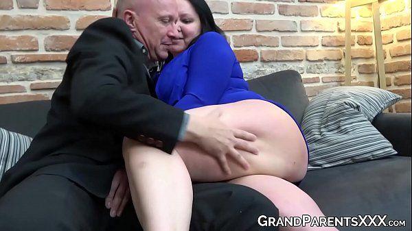 Filme porno menage com duas gostosas fodendo com o macho