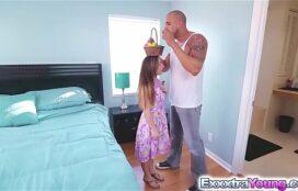 Porno sexo hd menina baixinha trepando com grandão safado