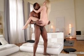Filmes de sexo interracial loirinha magrela fodendo pra caralho