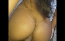 Porno amador sentando com o cuzinho