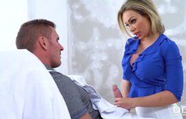 Sexo oral com gozada na boca da loira peituda bem vagabunda