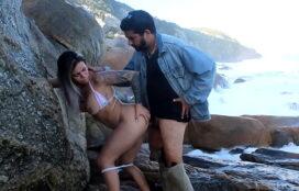 Fazendo sexo na praia de nudismo com desconhecido