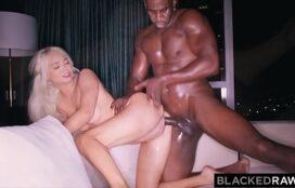 Sexo peituda gostosa loira levando vara com prazer